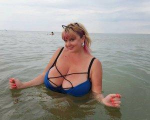"""""""Ловила купальник"""". Модель з 13-м розміром грудей приголомшила підписників (ФОТО)"""