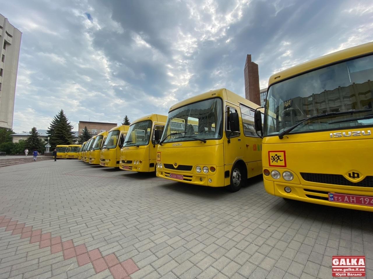 У школи Прикарпаття передали 19 нових автобусів (ФОТО)