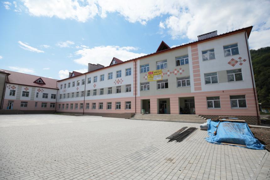 """Готова на 87%"": у Яремче добудовують нову школу (ФОТО)"