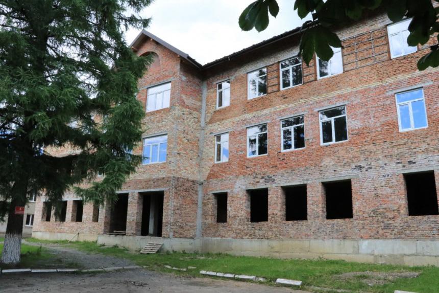 Багатостраждальну школу в селі Чорний потік почнуть добудовувати у серпні (ФОТО)