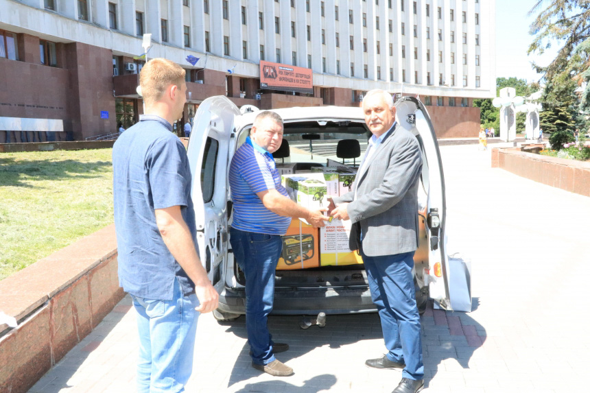 На Дніпровщині зібрали й передали допомогу постраждалому від негоди Прикарпаттю (ФОТО)