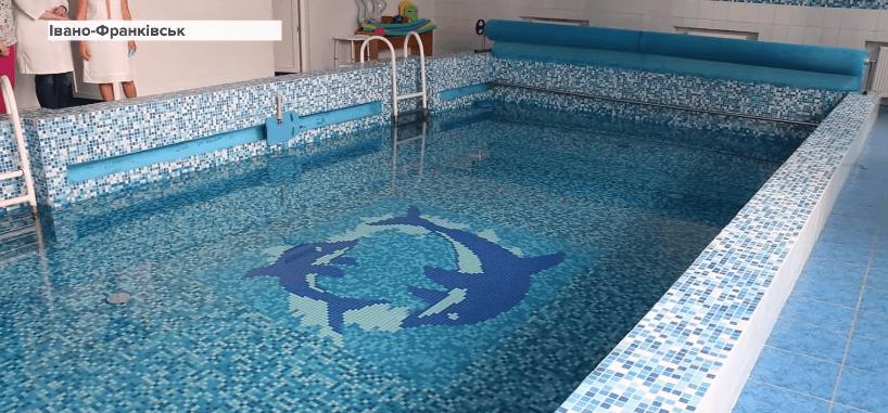 В Івано-Франківській дитячій лікарні відновлюють заняття з лікувального плавання (ВІДЕО)