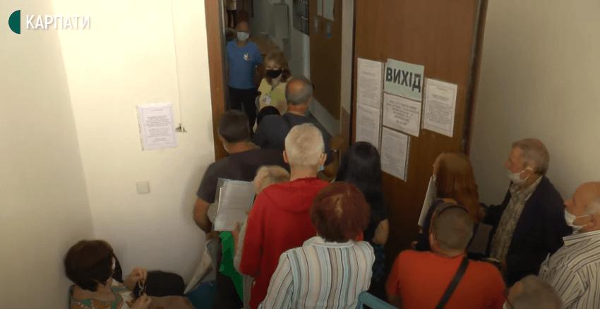В Івано-Франківську через COVID-19 можуть закрити єдиний сервісний центр Пенсійного фонду (ВІДЕО)
