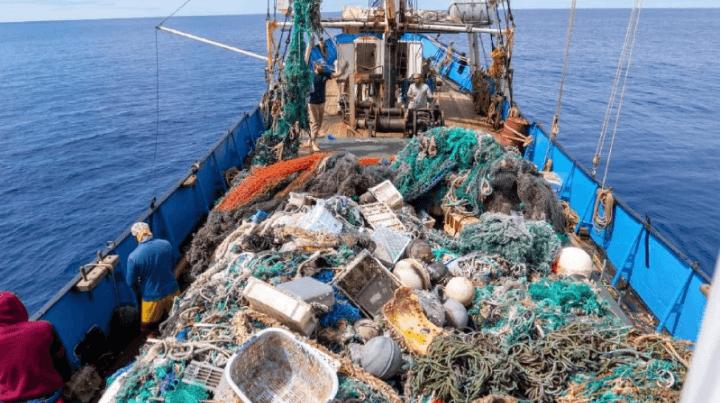 Команда з Гаваїв зібрала 103 тонни сміття у Тихому океані. Це світовий рекорд