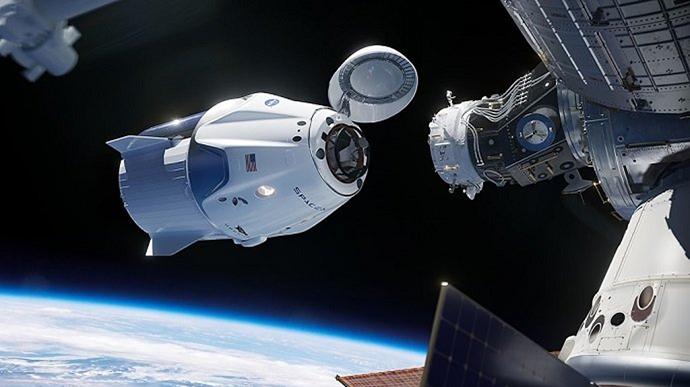 Crew Dragon із астронавтами повернувся на Землю (ВІДЕО)