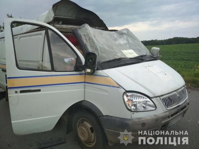 """На Полтавщині підірвали автомобіль """"Укрпошти"""": вкрадено 2,5 мільйона (ФОТО)"""