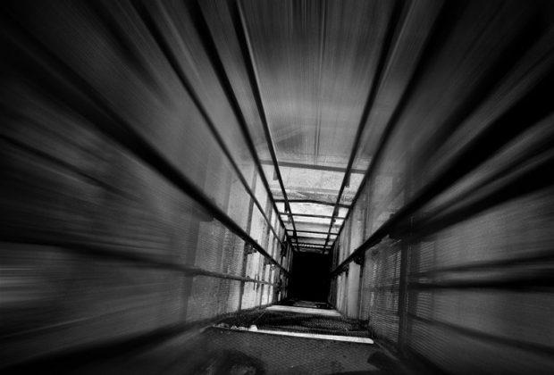 На Івасюка через перевантаження впала кабіна ліфта з людьми і собакою (ФОТО)