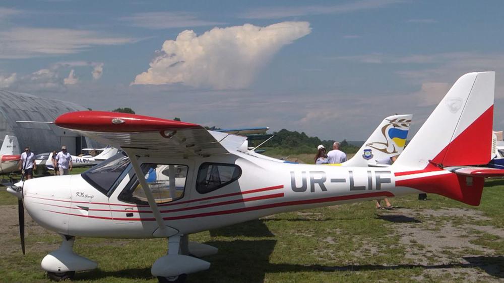 У Коломию на фестиваль злетілися десятки пілотів легкомоторних літаків (ВІДЕО)