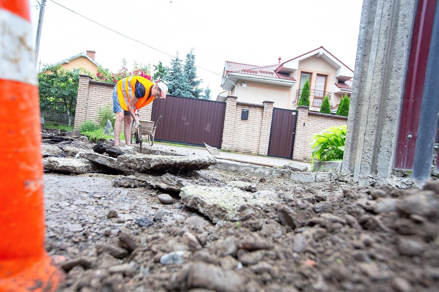 Вперше за 30 років вулицю Української дивізії взялися ремонтувати (ФОТО)