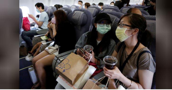 У Тайвані запустили фейкові польоти: люди сідають у літак, який нікуди не летить (ВІДЕО)
