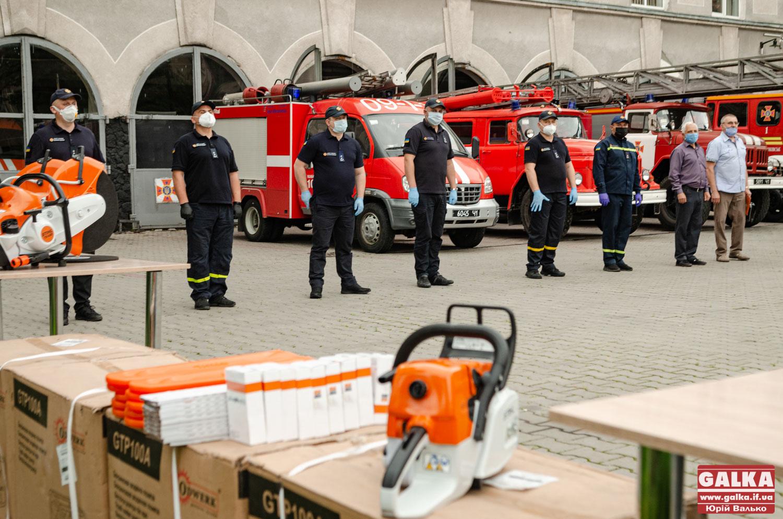 Фонд ПриватБанку передав рятувальникам Прикарпаття обладнання для ліквідації наслідків негоди (ФОТО)