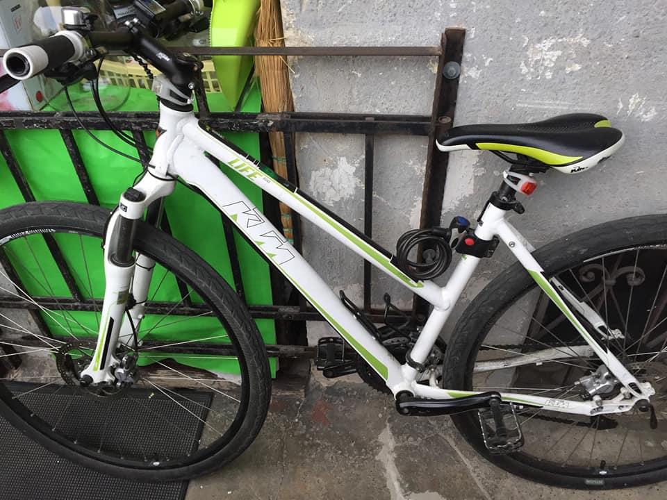Франківка знайшла в ломбарді викрадений у її сина велосипед. Повертати транспортний засіб жінці не поспішають (ФОТО, ВІДЕО)