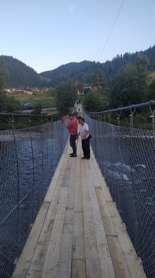 У Верховині за 105 тисяч гривень відновили підвісний міст зруйнований повінню (ФОТО)