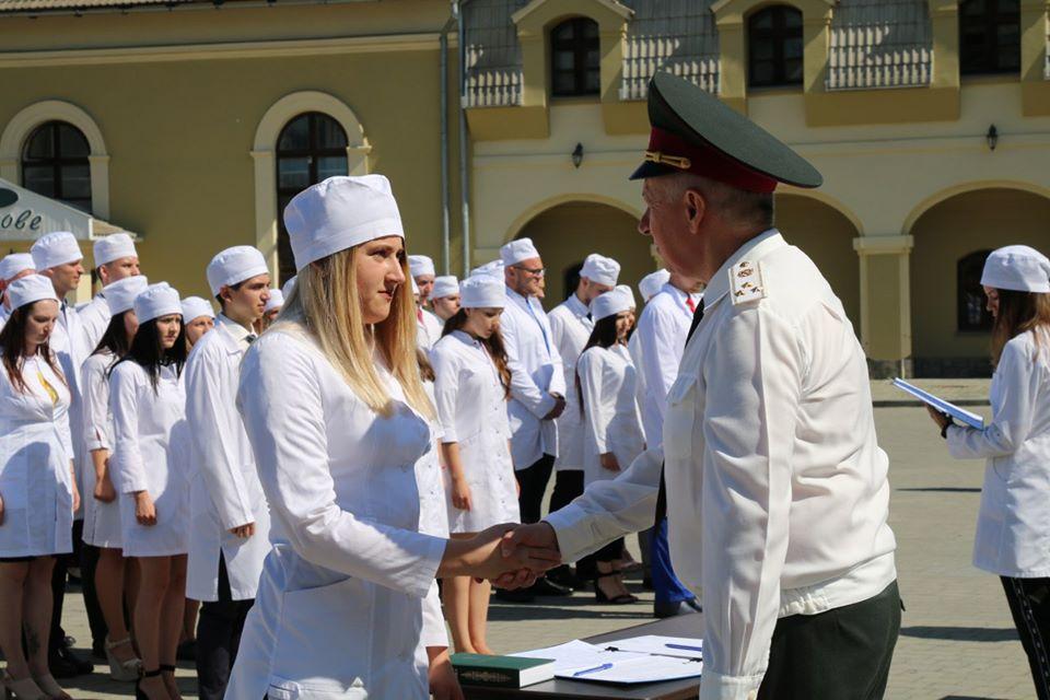 Цьогоріч вдвічі більше випускників ІФНМУ вирішили стати військовими лікарями (ФОТО)