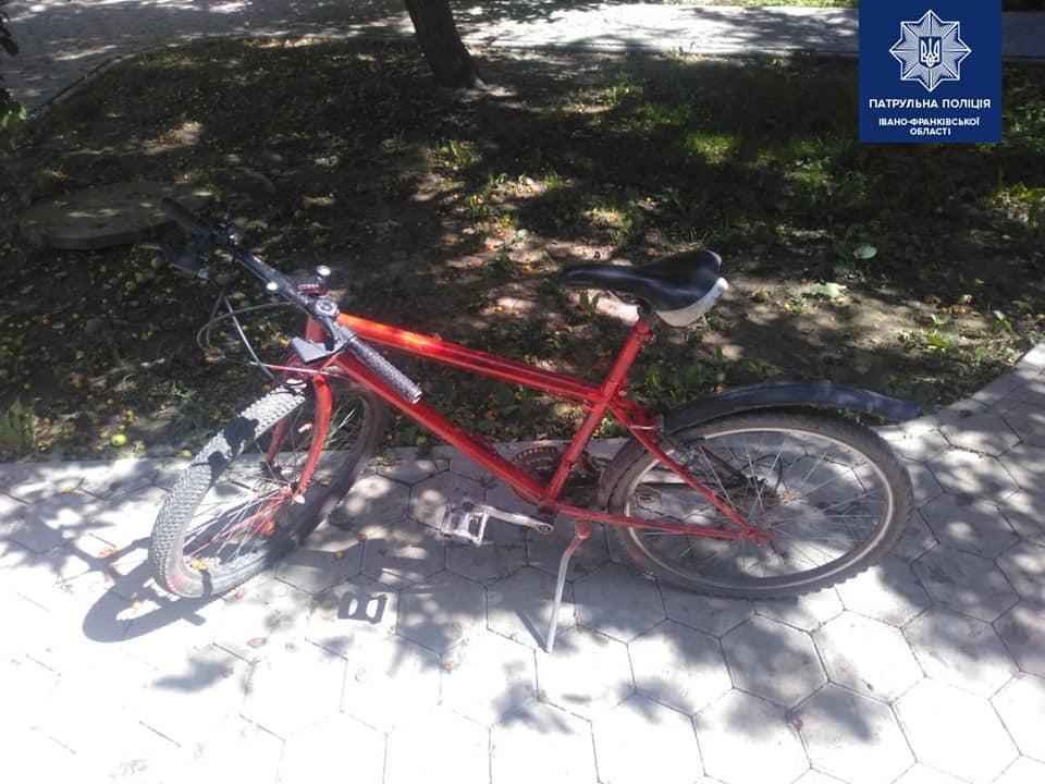 На Тичини затримали чоловіка у розшуку, ще й з краденим велосипедом (ФОТО)