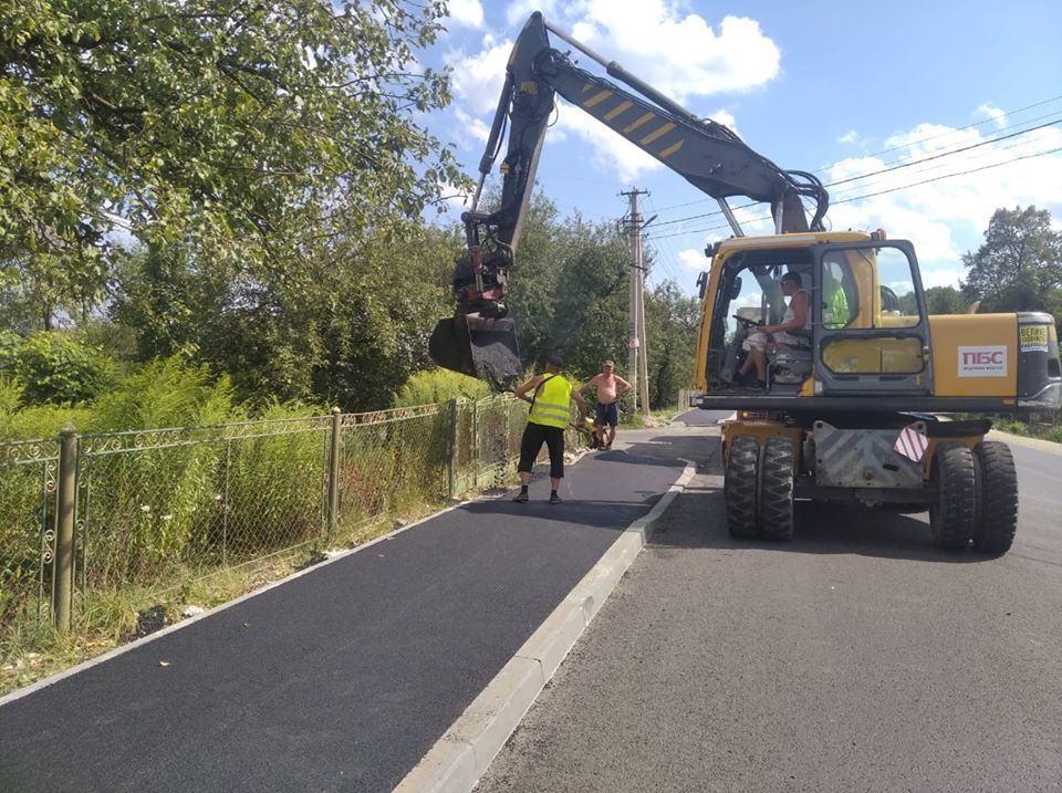 Завершують ремонт дороги та тротуарів до Ясної гори в Гошеві (ФОТО)