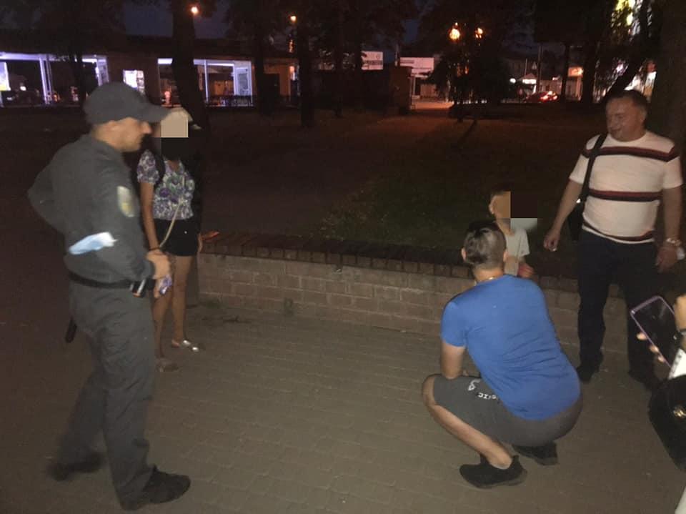 Привів невідомий чоловік і залишив: неподалік вокзалу знайшли дитину (ФОТО)