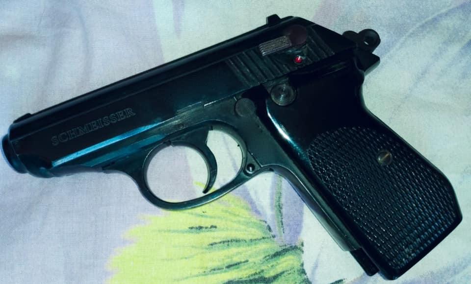Під час обшуку у молодого прикарпатця знайшли наркотики та зброю (ФОТО)