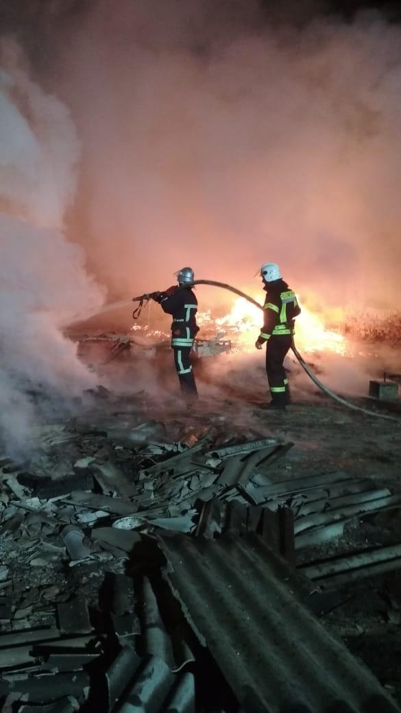 Великий деревообробний цех згорів цієї ночі на Богородчанщині (ФОТО)