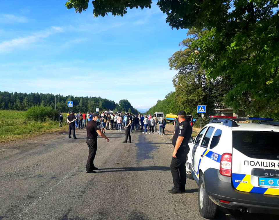 Протестувальники знову перекрили дорогу «Богородчани-Гута» (СХЕМА ОБ'ЇЗДУ)