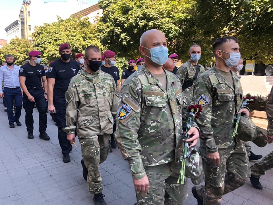 Масштабною ходою в Івано-Франківську вшанували загиблих під Іловайськом (ФОТО)