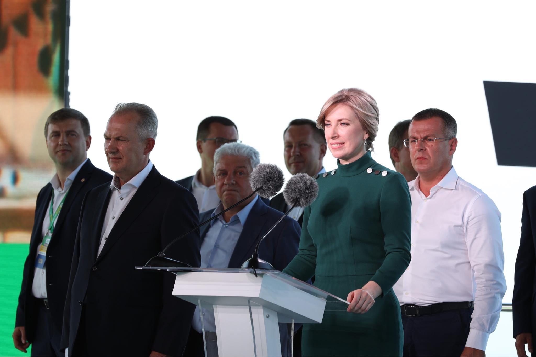 «Не красти, не брехати, не здаватися». Що обіцяють кандидати у мери від «Слуги Народу?» (ФОТО)