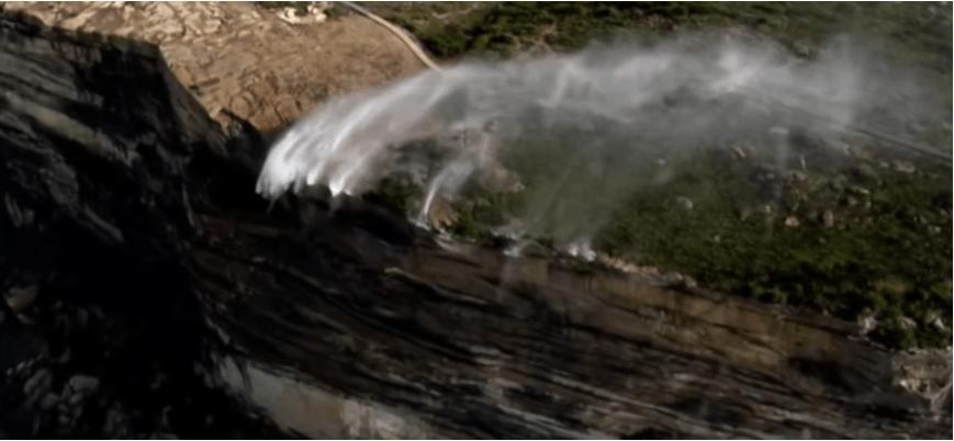 В Австралії два водоспади почали текти у зворотному напрямку (ВІДЕО)