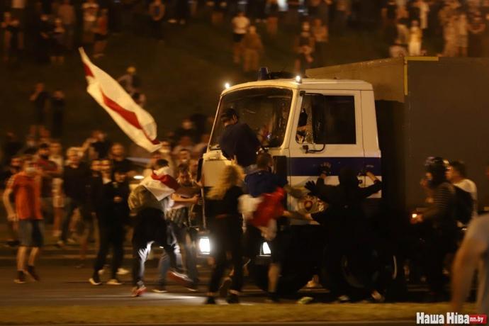 Одна людина загинула під час протестів в Мінську (ВІДЕО)