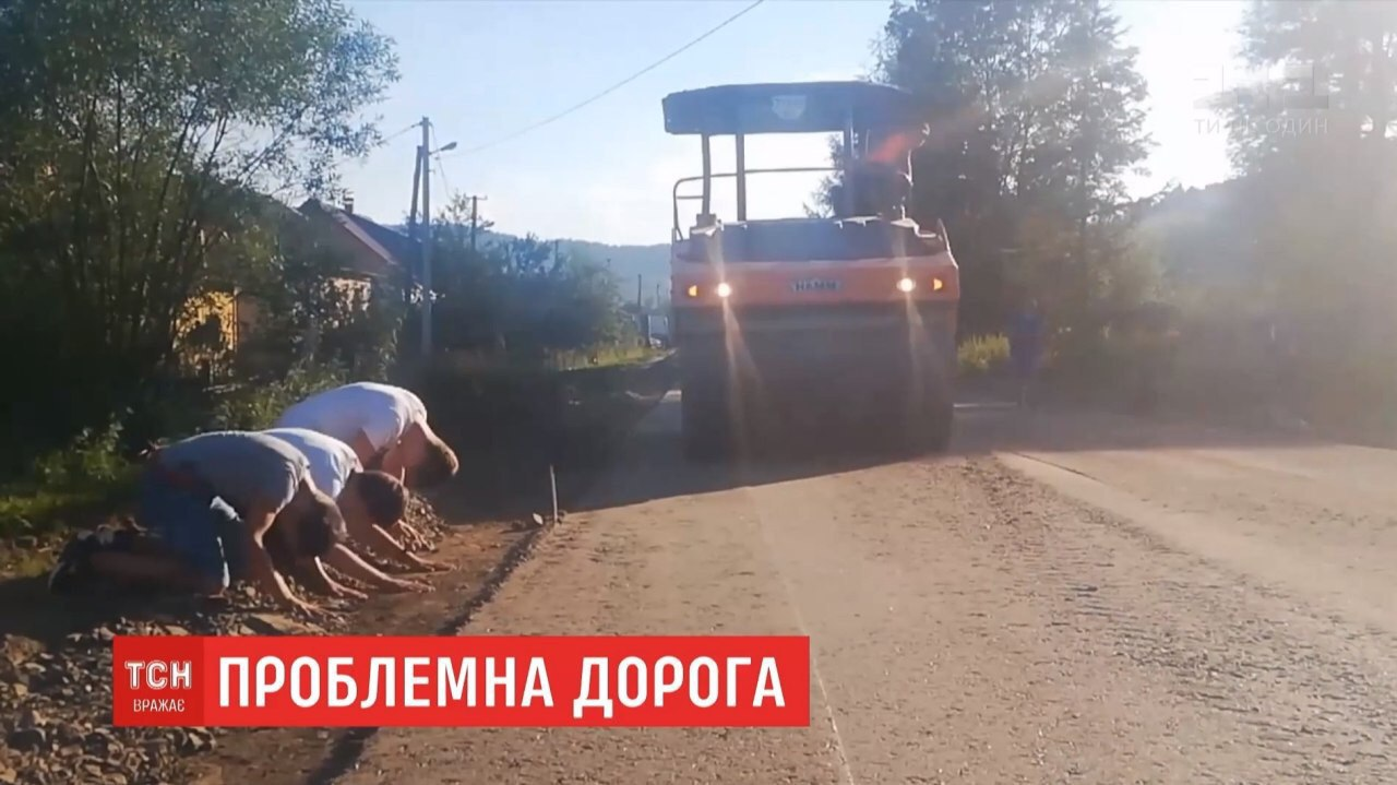 На Львівщині частково відремонтували дорогу, через яку голодували священник і парафіянки (ВІДЕО)