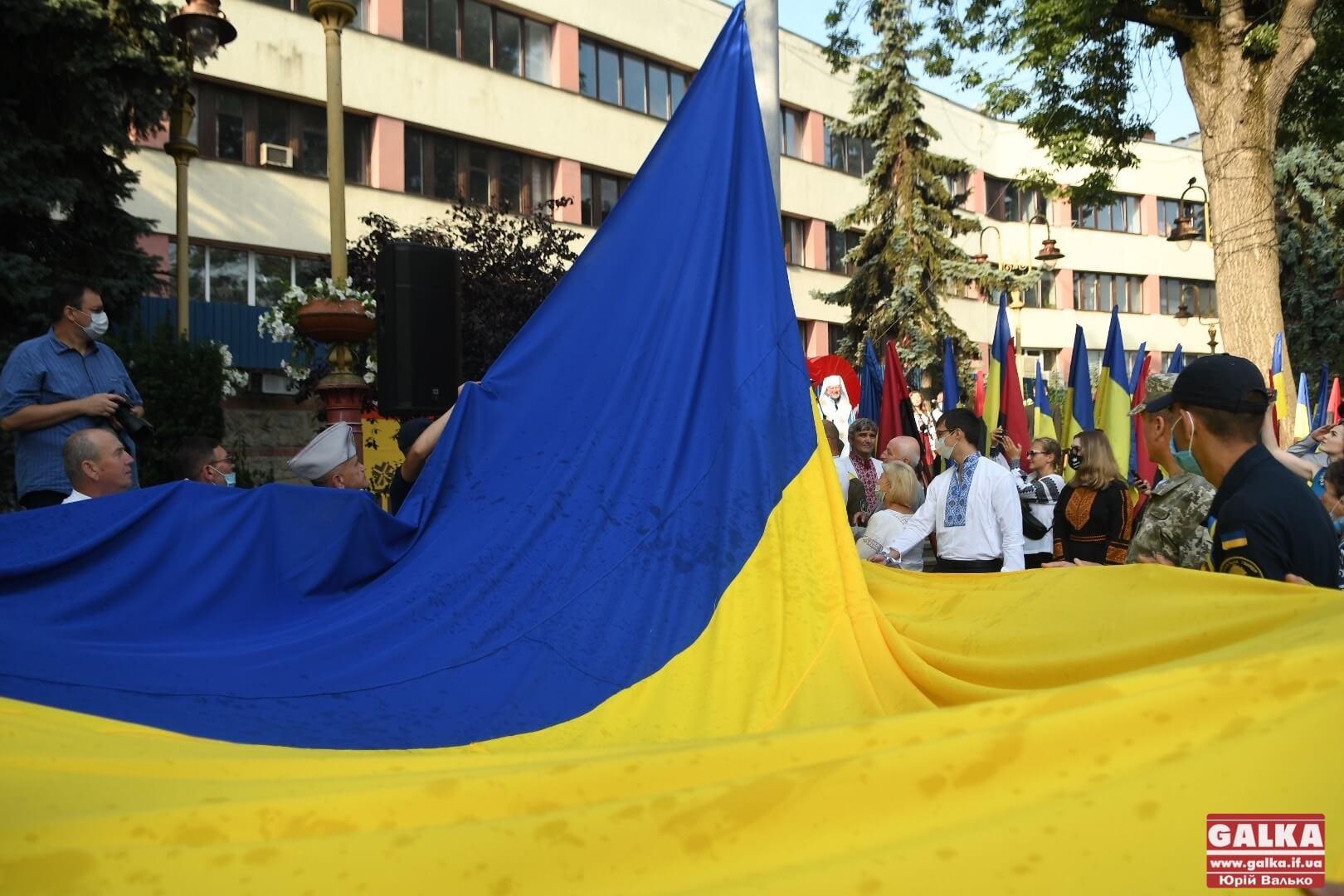 Над Івано-Франківськом урочисто підняли Державний прапор (ФОТО)