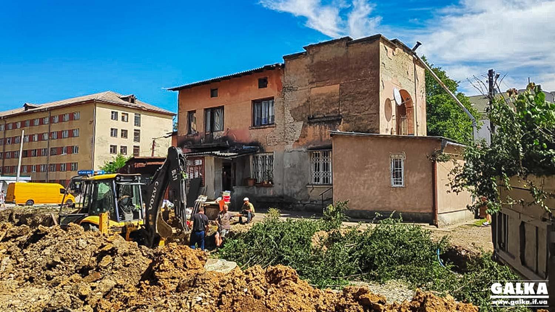На місці з'єднання бульварів зрізали останні дерева і кущі. На черзі – знесення скандального будинку (ФОТО)