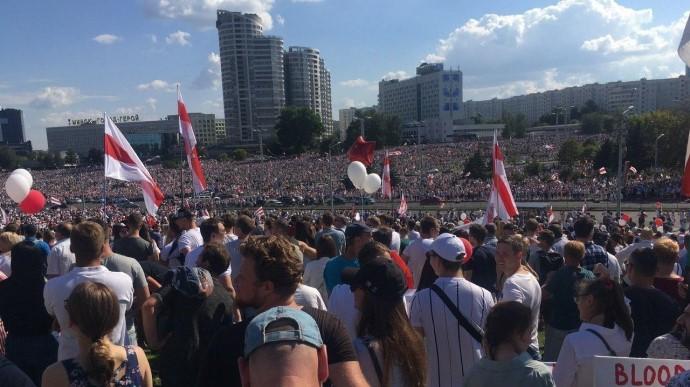 У Мінську сотні тисяч людей вийшли на акцію проти Лукашенка (ВІДЕО)