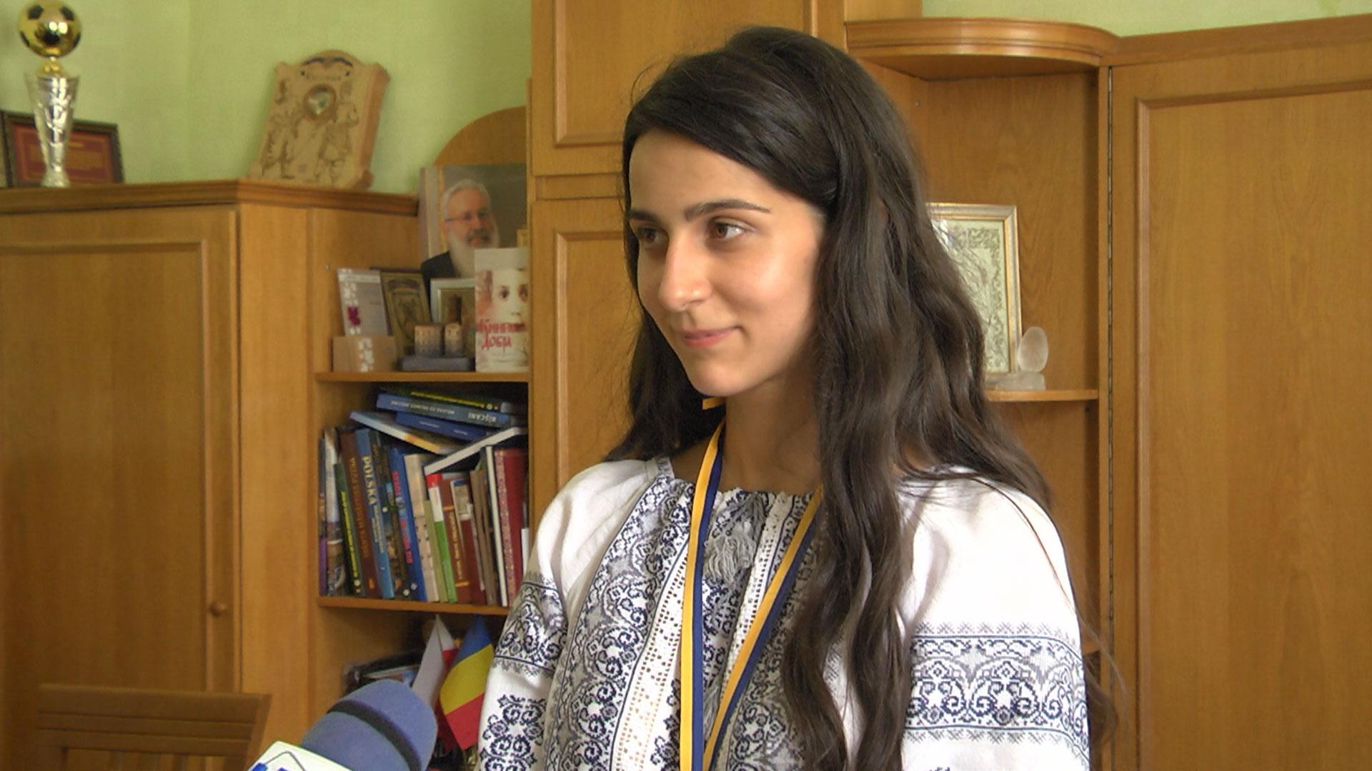 200 балів: випускниця з Коломиї отримала на ЗНО з біології максимальний результат (ВІДЕО)