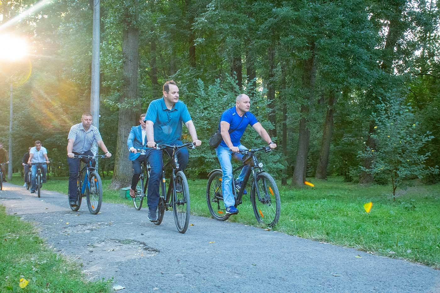"""У парку """"Молодіжний"""" планують встановити великий дитячий майданчик та облаштувати доріжки (ФОТО)"""