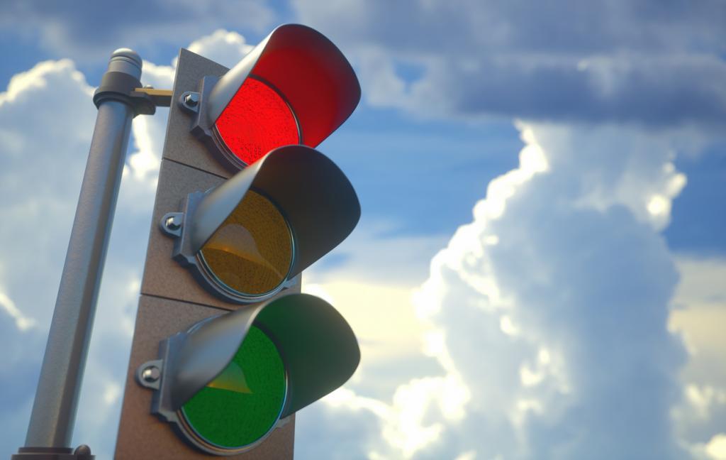 На одній з найнебезпечніших на Прикарпатті доріг нарешті запрацював світлофор