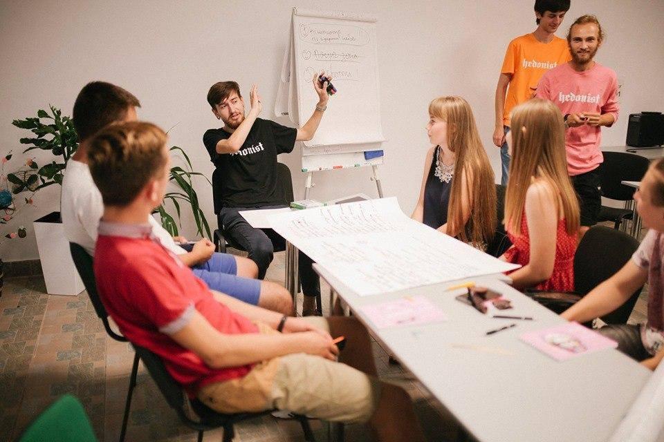 Молодь Прикарпаття кличуть навчитися дебатів, аби краще розуміти один одного