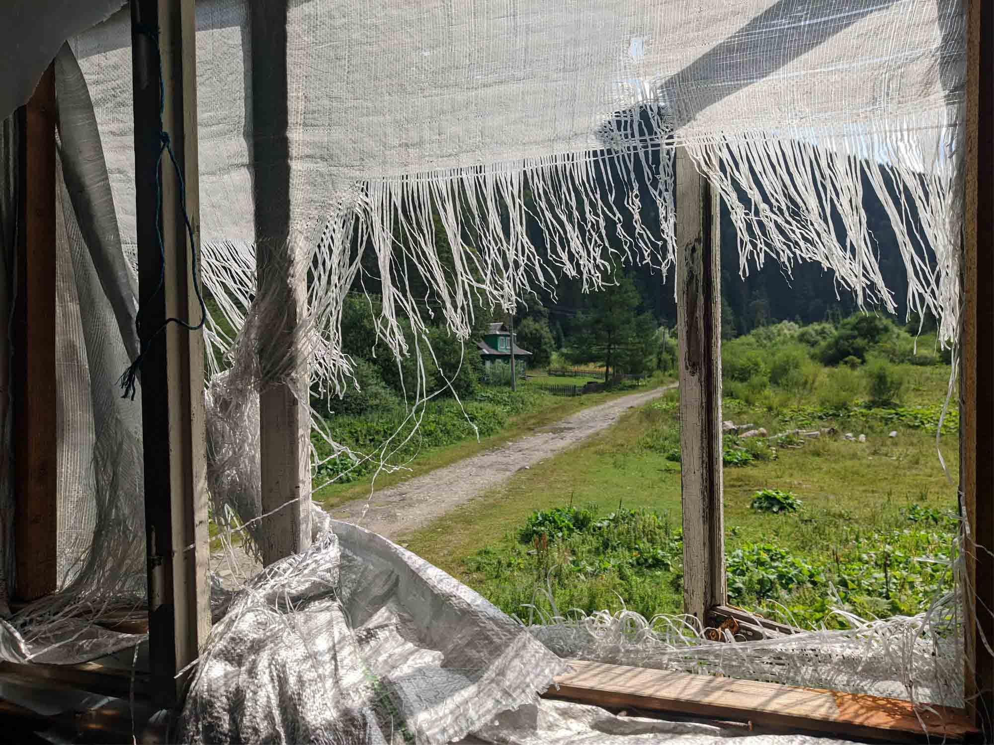 Схоже на Прип'ять: у мережі показали прикарпатське село-привид (ФОТО)
