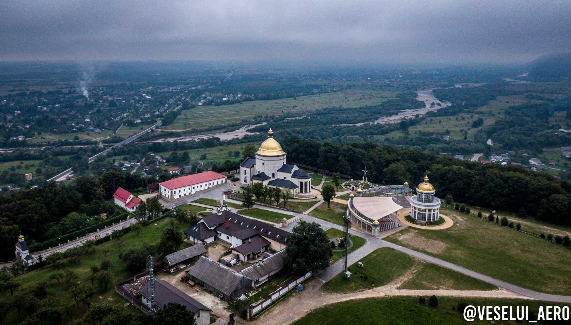 Гошівський монастир показали з висоти пташиного польоту (ФОТО)