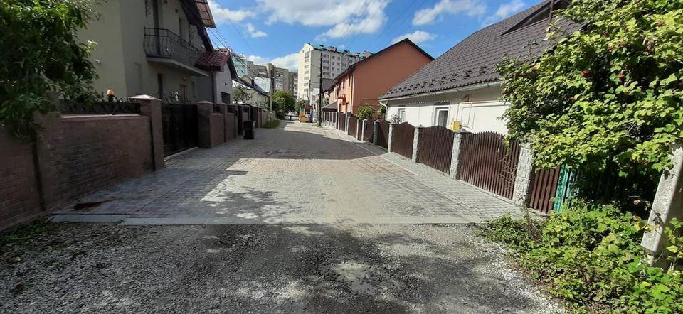 Вулицю Рівну «рівняють» в Івано-Франківську (ФОТО)