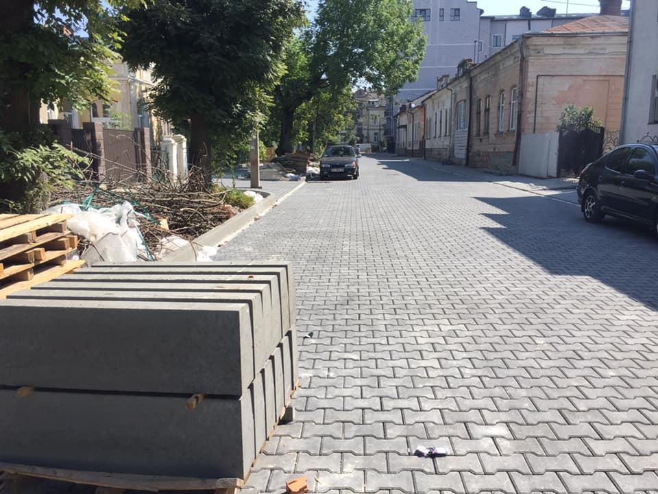 За крок до завершення ремонт однієї з найгірших вулиць Івано-Франківська (ФОТО)