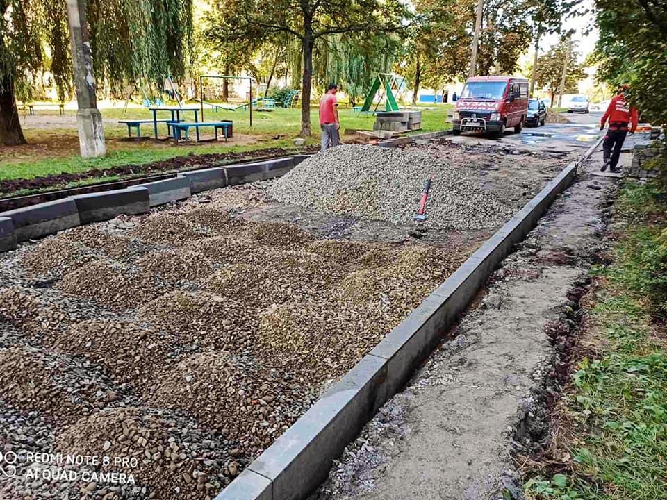 Двір на Вовчинецькій капітально ремонтують (ФОТО)