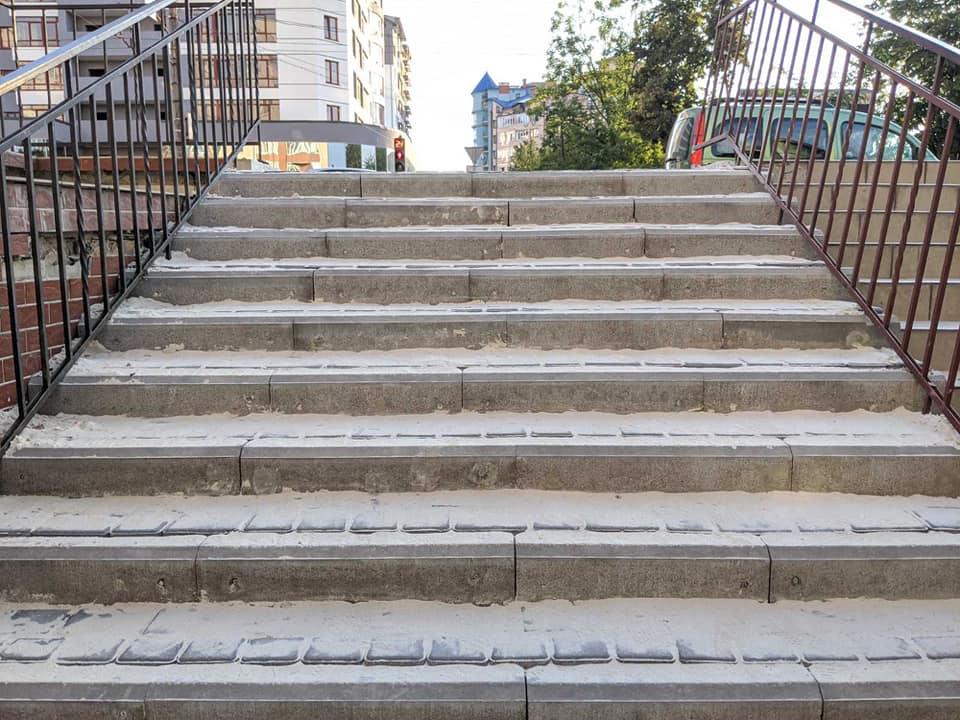 У Франківську відремонтували сходи з Галицької на вулицю Глібова (ФОТО)