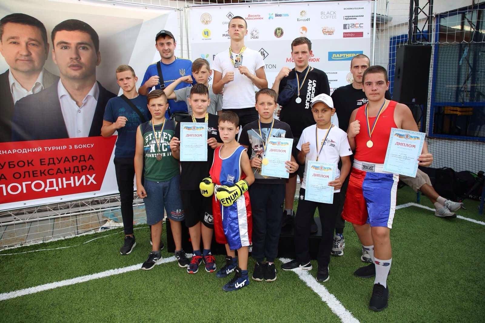 Косівські боксери вибороли вісім нагород на турнірі у Чернівцях (ФОТО)