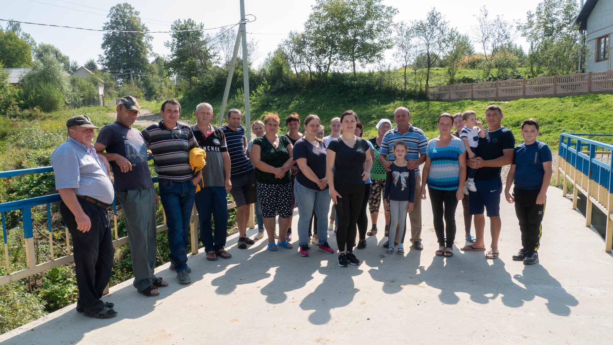 Тридцять років без ремонту доріг: на Рожнятівщині жителі чотирьох сіл готові перекривати автошляхи