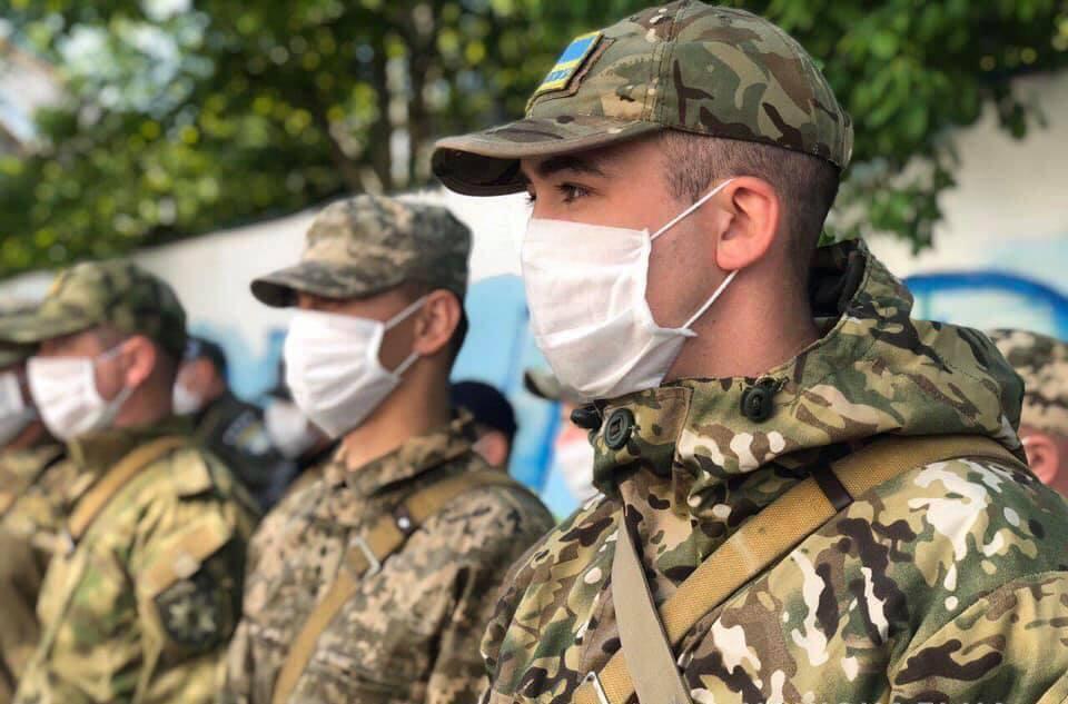 30 прикарпатських поліціянтів вирушили на Схід – слідкуватимуть за громадським порядком (ФОТО)