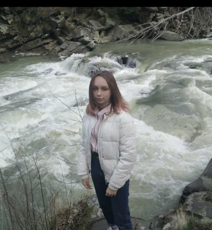 Три ночі не ночувала вдома: у Франківську зникла 15-річна дівчина (ФОТО, ОНОВЛЕНО)