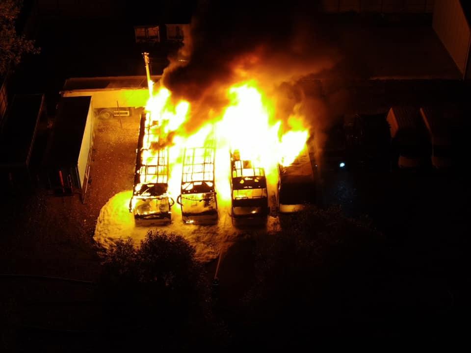 Вночі під Долиною згоріли чотири великі автобуси (ФОТО, ВІДЕО)