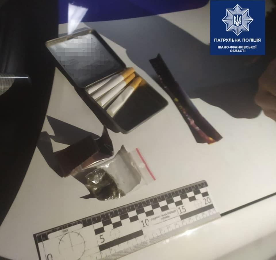 Вночі патрульні затримали двох чоловіків з наркотиками (ФОТО)