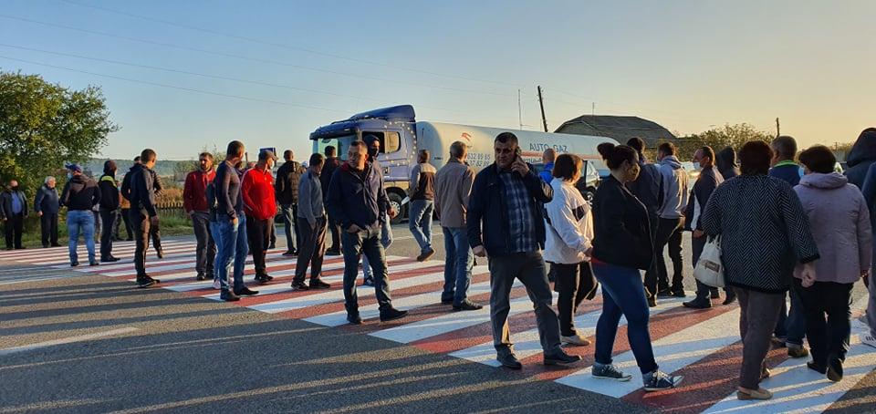 Прикарпатці перекрили дорогу на Львів через Калуш і Стрий (ВІДЕО, ФОТО)
