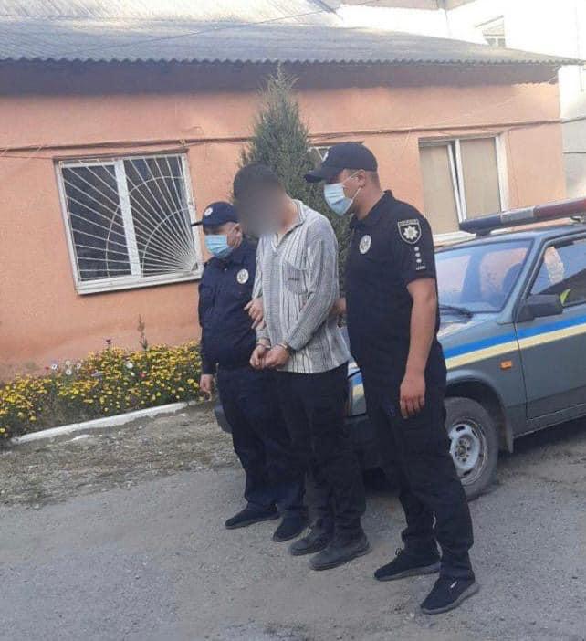На Тлумаччині п'яний франківець поранив ножем чоловіка та втік у ліс (ФОТО)